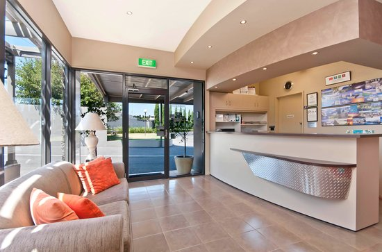 Comfort Inn On Raglan: Reception