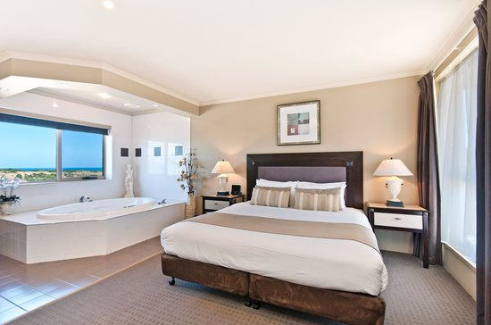 Comfort Inn On Raglan: Premium King Spa Suite
