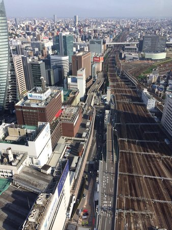 Nagoya Marriott Associa Hotel: Great view of the trains. The sound is not loud at this height.