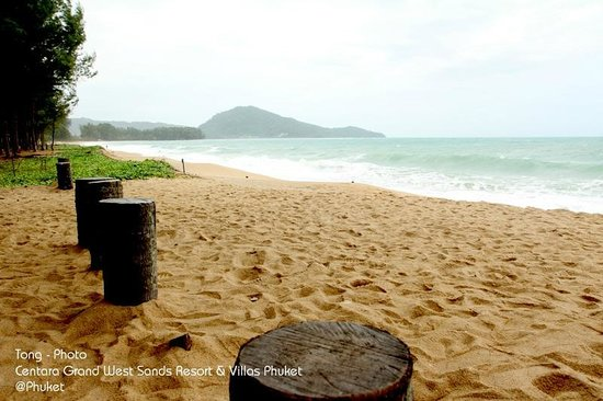 Grand West Sands Resort & Villas Phuket : Beach
