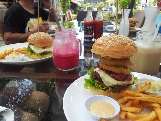 Wacko Burger Cafe: Great burgers.