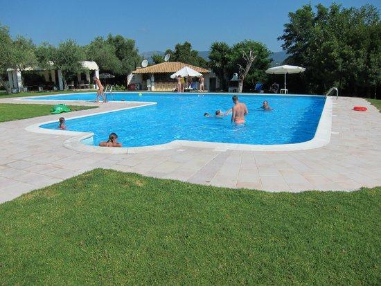 Saint Nicholas Hotel: piscine
