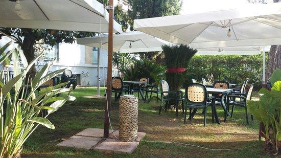 Park Hotel: Giardino dove poter prenzare o rilassarsi un po