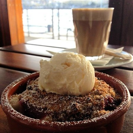 Hugos Manly : Warm apple & rhubarb crumble with creme fraiche ice-cream