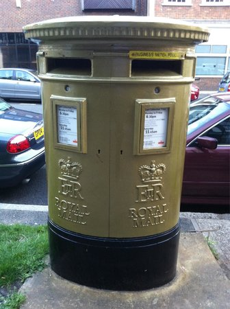 ‪Joanna Rowsell's Gold Post Box - Cheam‬