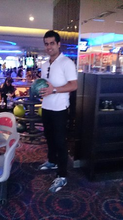 Gurgaon, India: Bowling at Blue