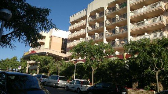 Hotel-Aparthotel Dorada Palace: Вид на отель .