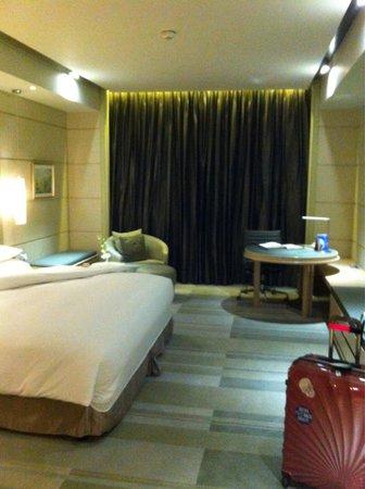 Hotel Nikko Saigon: お部屋にはカワイイお花が飾ってありまし