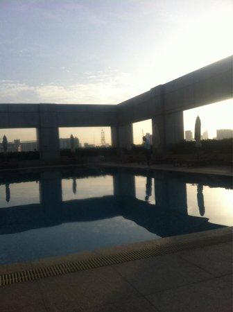 Hotel Nikko Saigon: 朝焼けのプール