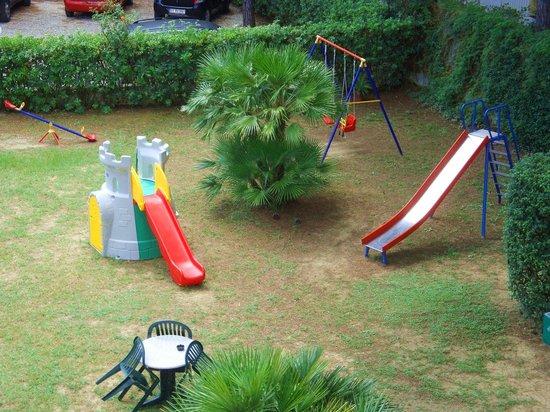 Mirage Hotel: Giardino con giochi per bambini