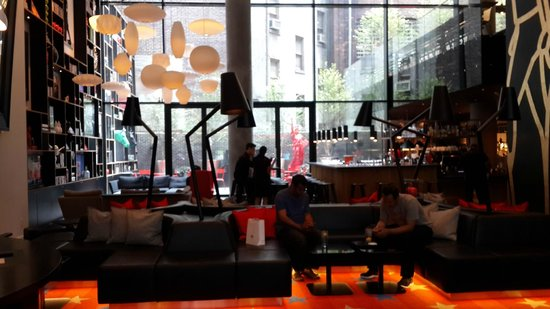 citizenM New York Times Square: Dining Area