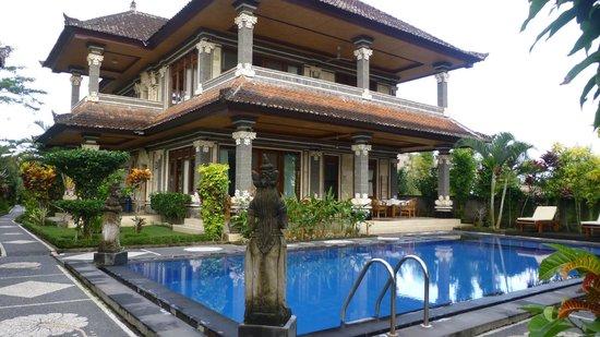 Villa Agung Khalia : La villa