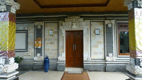 Villa Agung Khalia : L'entrée de la villa