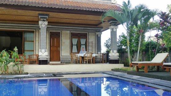Villa Agung Khalia: La piscine