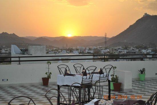 Machaan: Sun Set View