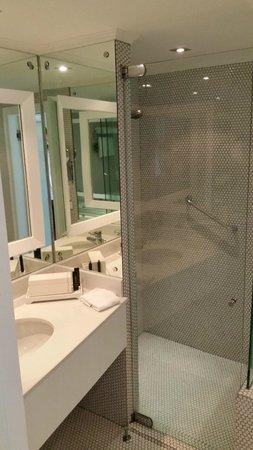 Pullman Bangkok Hotel G: Bathroom