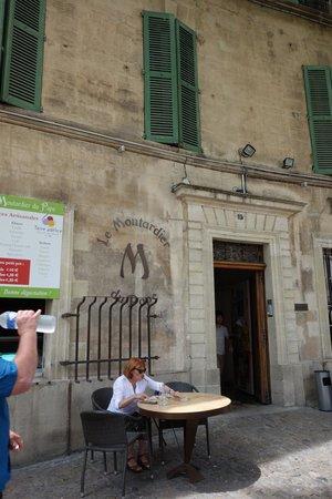 Le Moutardier du Pape : outside