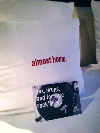 25hours Hotel by Levi's: Room