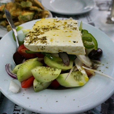 Karavitis Tavern : Greek salad