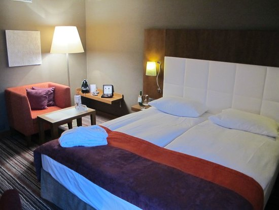 Moevenpick Hotel Zurich-Airport: very nice rooms with free coffee and tea