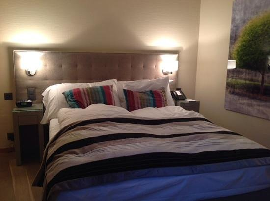 Hotel Wellenberg: cama confortable