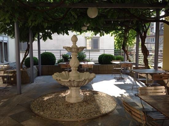 Hotel Wellenberg: patio