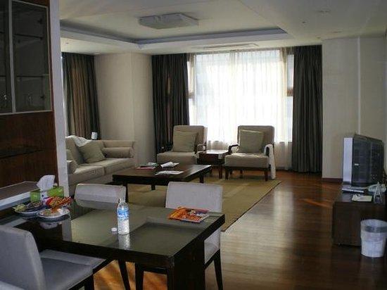 Vabien Suite I Serviced Residence: 大勢でわいわいやるのに最適な広さ