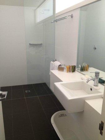 Palm Bungalows: Bathroom, clean & spotless