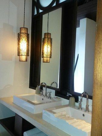 The Vijitt Resort Phuket: Bathroom