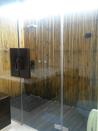 The Vijitt Resort Phuket: Outside Shower