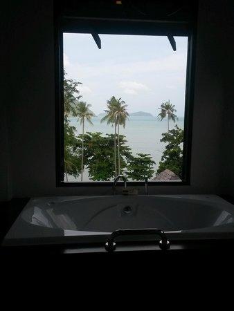 The Vijitt Resort Phuket: Vie from the jacuzzi