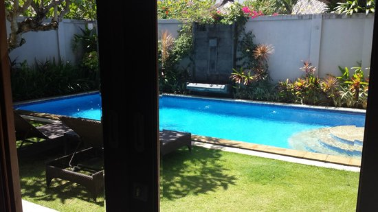 The Kuta Playa Hotel and Villas: Pool view from villa