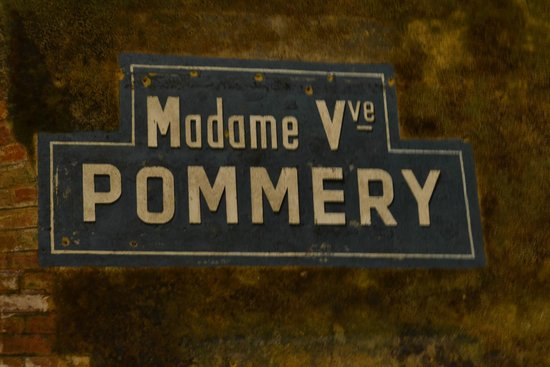 Champagnes Pommery : Sign in the cellars