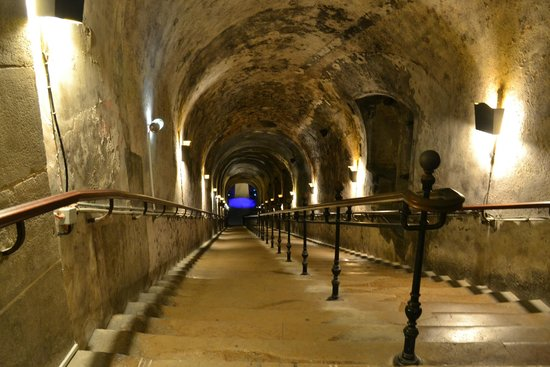 Champagnes Pommery : Stairs down to the cellars
