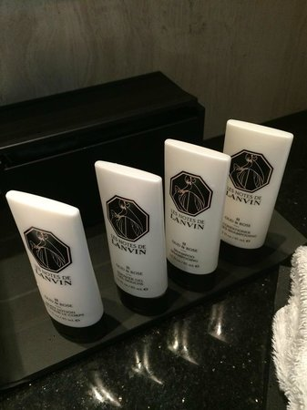 Sofitel Abu Dhabi Corniche : Luxurious toiletries.