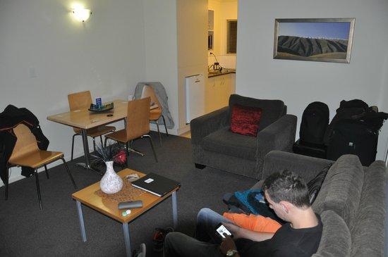 Taylors Motel: livingroom - studio