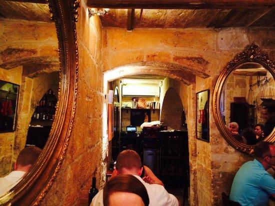 Guze Bistro: Interior of restaurant
