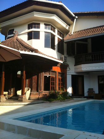 Bumi Ayu Rising Sun B&B : Pool Side