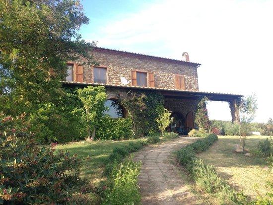 Boschi di Montecalvi: The villa housing the main rooms of the estate