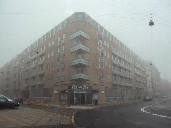Cabinn City Hotel : Фасад отеля