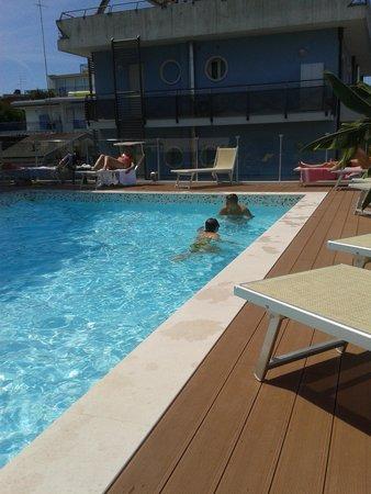 Hotel Tropical : PISCINA