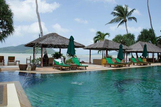 Friendship Beach Resort & Atmanjai Wellness Centre: Pool Area
