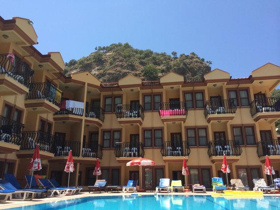 Belcehan Beach Hotel: swimming pool area