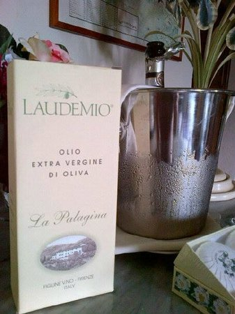 Hotel Villa La Palagina: Their own Olive Oil - 1000 bottles a year are made here.