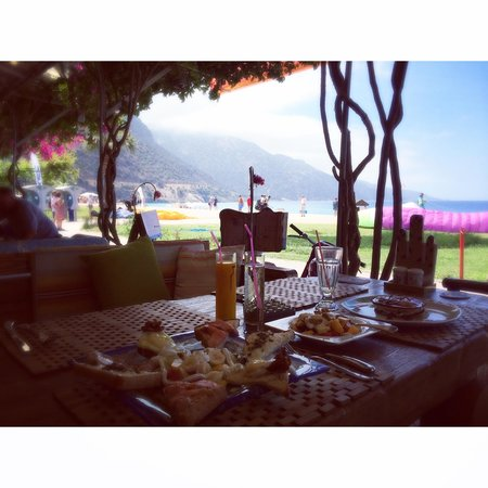 Help Beach Bar: Breakfast with a View