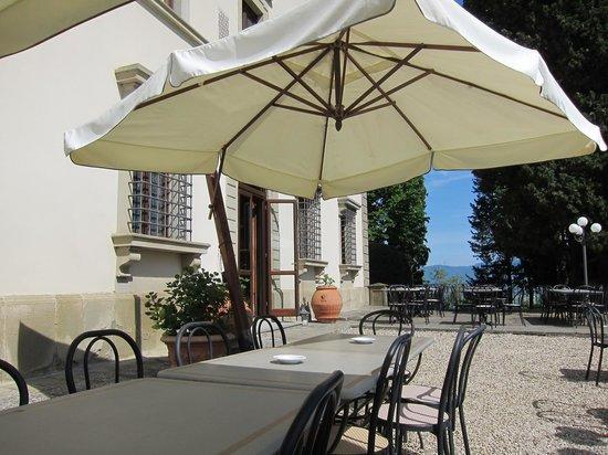 Villa Campestri Olive Oil Resort: Terrace of the restaurant