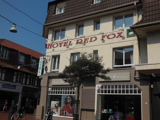 Hotel Red Fox : Outside View of the hotel.