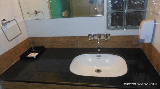 Bell Hotel - Chennai: Bathroom