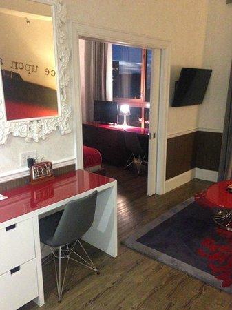 Hotel Indigo: Suite - livingroom