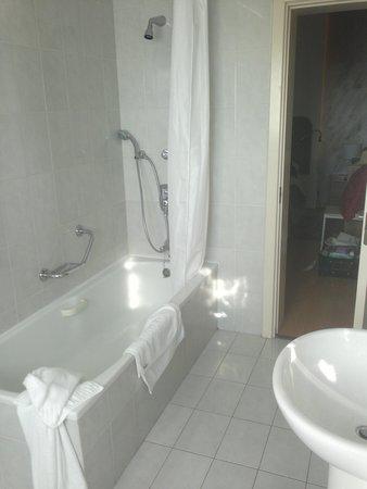 Osborne Hotel: Bathroom
